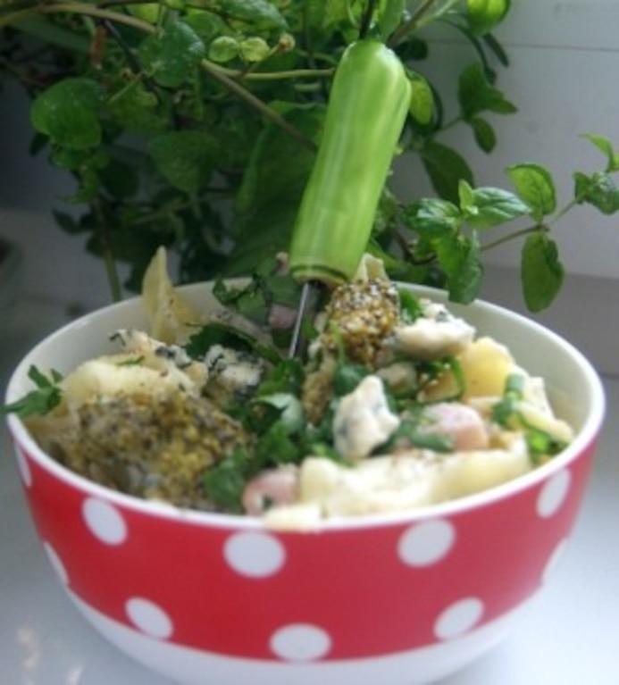 Makaron z sosem serowym i brokułami
