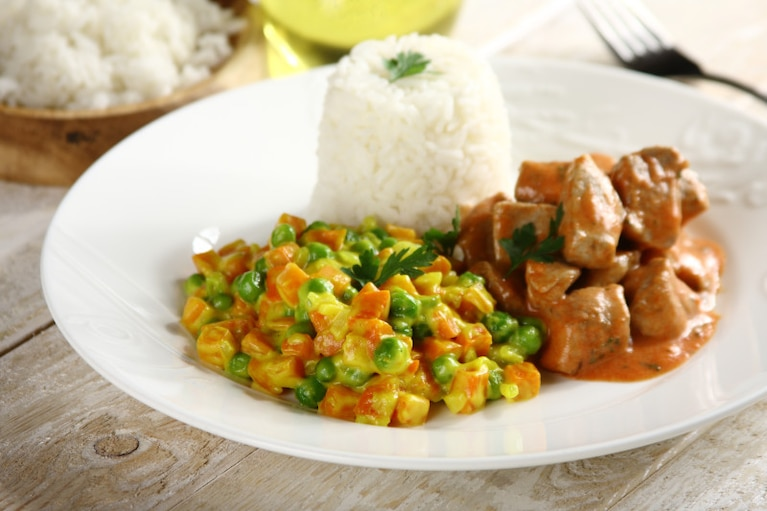 Marchewka z groszkiem w kremowym sosie curry