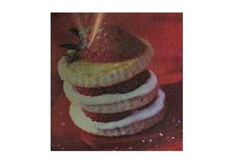 Migdałowe ciasteczka z truskawkami i kremem serowym