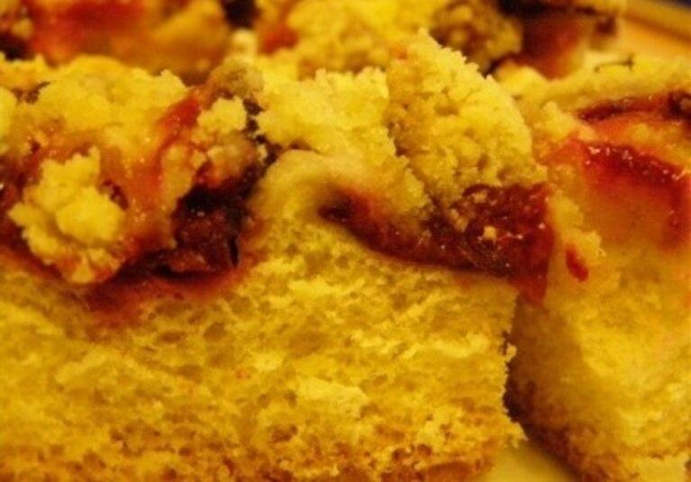 migdałowe ciasto z węgierkami