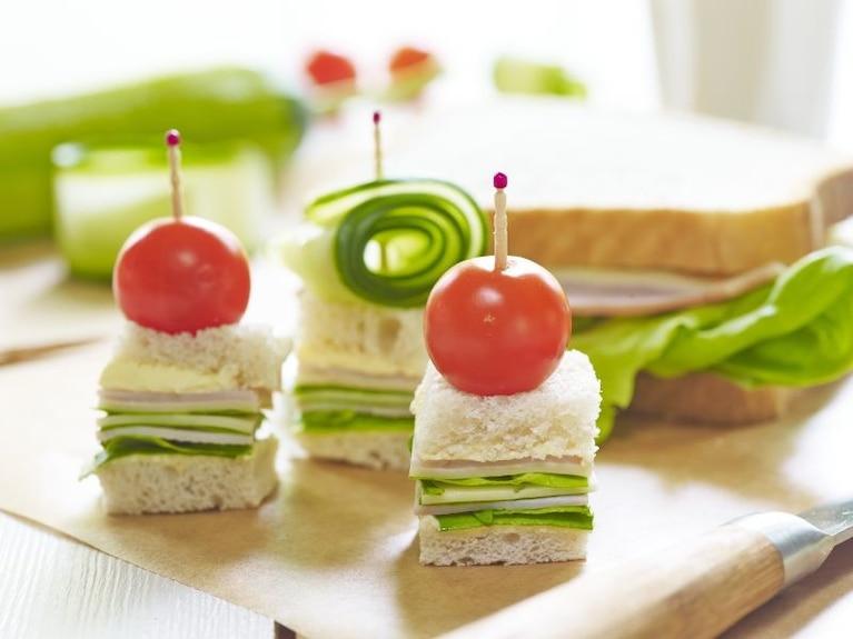 """Mini kanapki koktajlowe """"Wyspa ufoludków"""""""