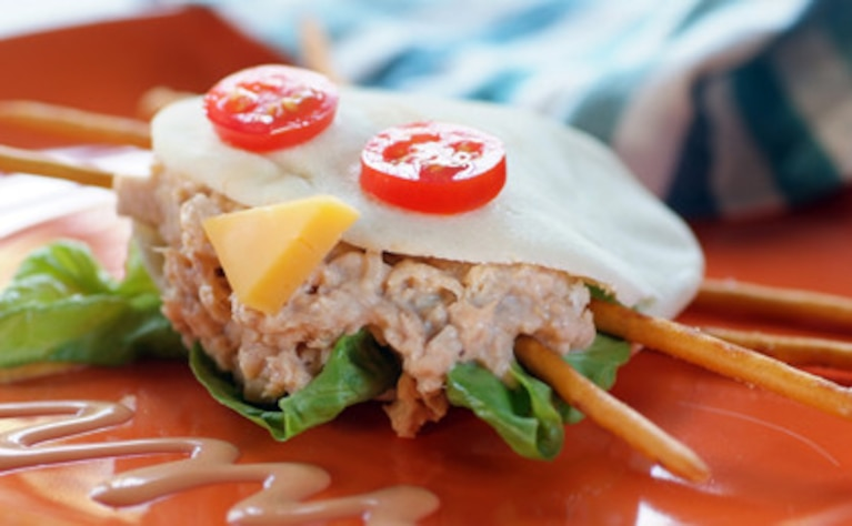 Mini pita z tuńczykiem