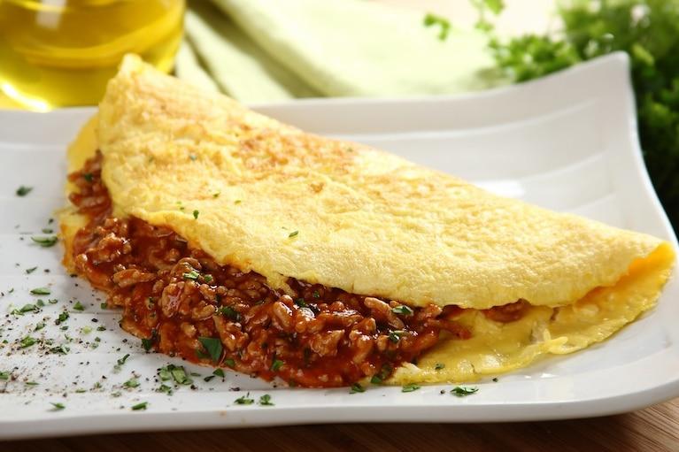 Omlet z mięsem mielonym