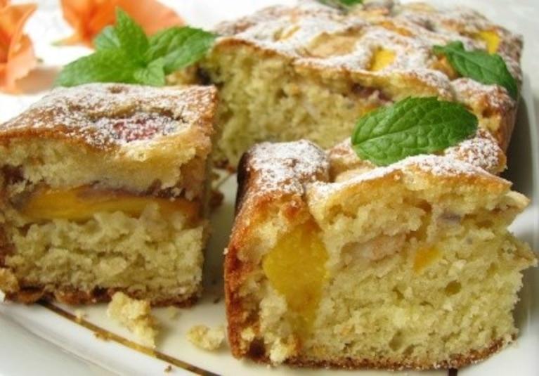 Owsiane ciasto z brzoskwiniami