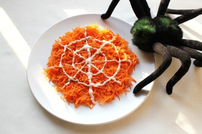 Pajęczyna - Surówka z marchewki z sosem serowym na słodko