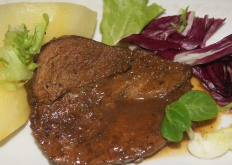 Pieczeń wieprzowa z sosem do pieczeni