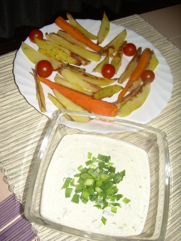 Pieczone ziemniaki z młodą marchewką