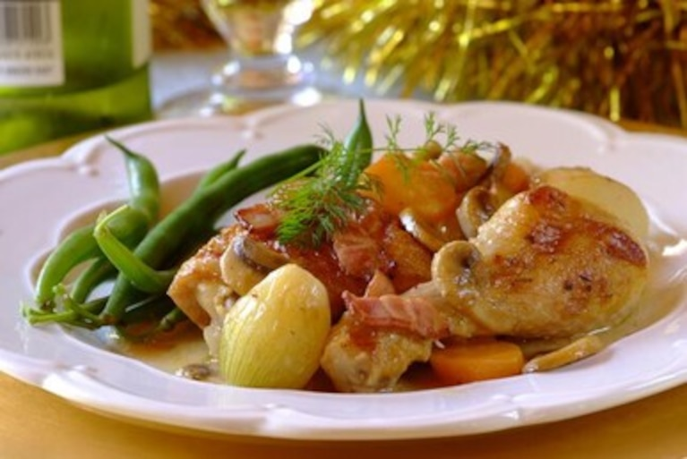 Pieczony kurczak z boczkiem i pieczarkami