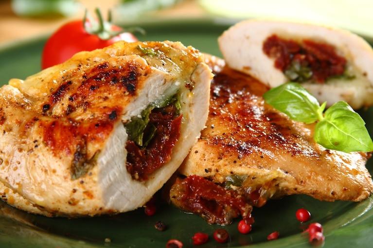 Kurczak z mozzarellą i suszonymi pomidorami