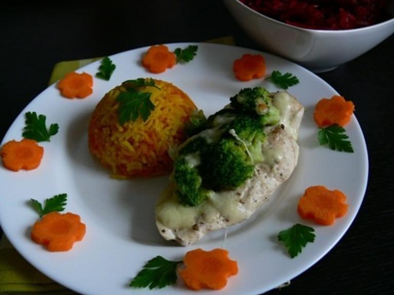 Pierś z kurczaka zapiekana z brokułem