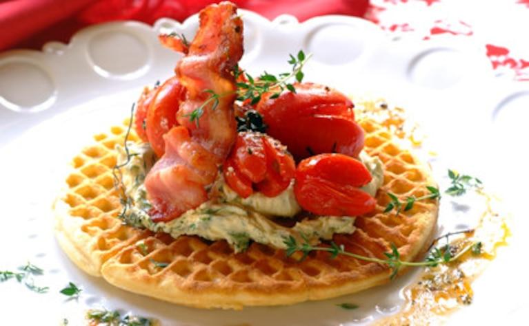 Pikantne wafle z ziołowym mascarpone