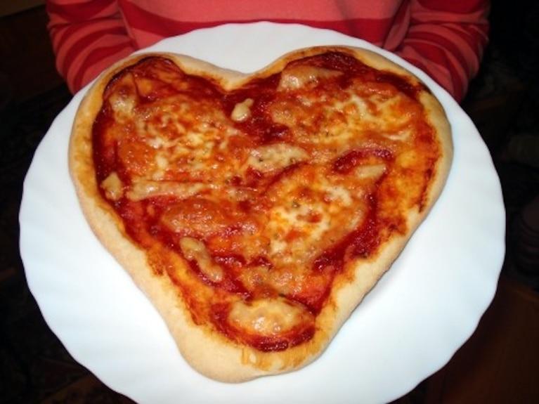 Pizza Margherita w kształcie serca