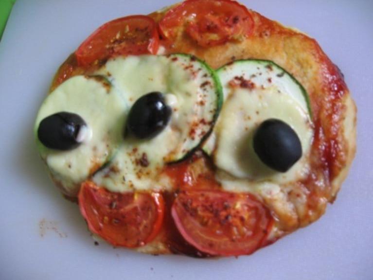 Pizzerki jarskie z cukinią, pomidorami i mini mozzarellą