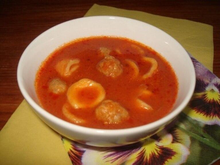 Pulpety z makaronem w sosie pomidorowym