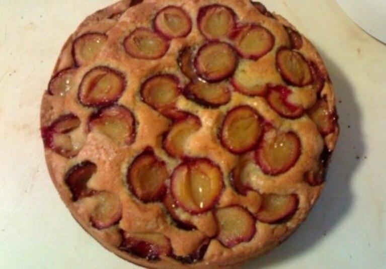 Pyszne ciasto ze śliwkami lub innymi owocami
