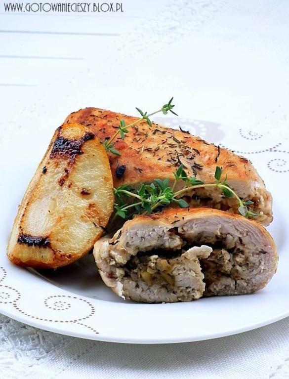 Roladki z kurczaka z gruszką, orzechami i gorgonzola