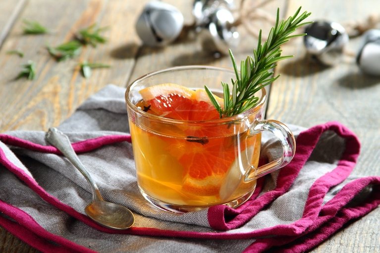 Rozgrzewająca herbata z grejpfrutem i rozmarynem