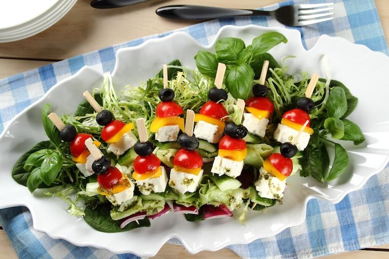 Sałatka grecka a la szaszłyki