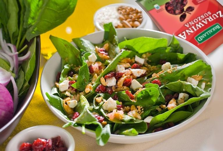 Sałatka Samo Zdrowie z żurawina i serem pleśniowym