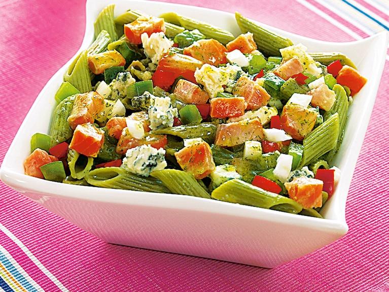 Sałatka z zielonym makaronem