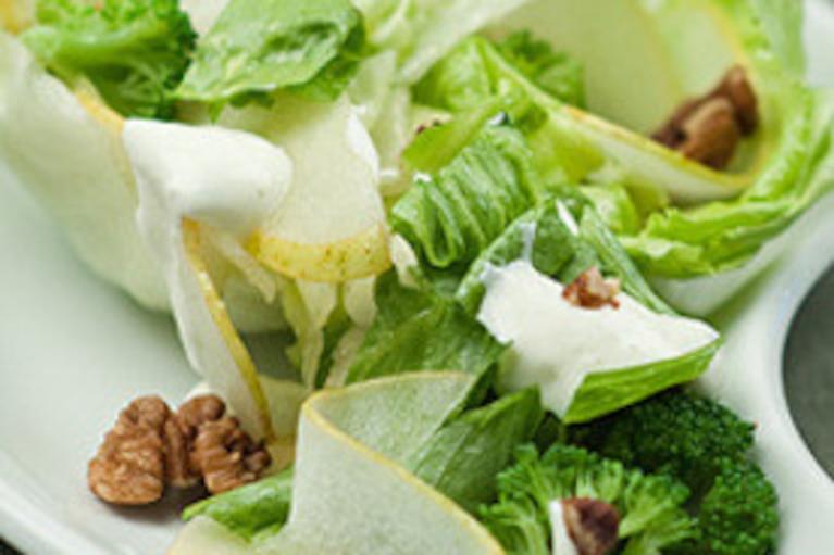 Sałatka z brokułów i gruszek w jogurcie