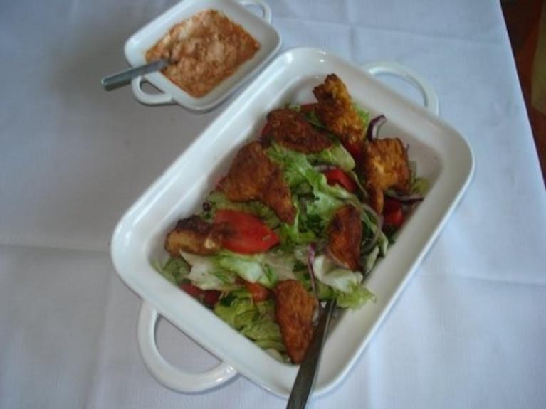 Sałatka z grillowanymi nuggetsami