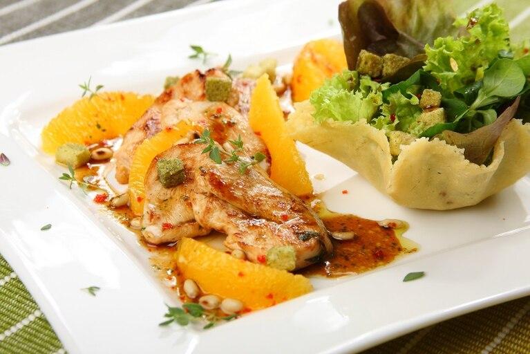 Sałatka z kurczakiem miodowo-pomarańczowym