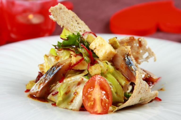 Sałatka z makreli z suszoną żurawiną