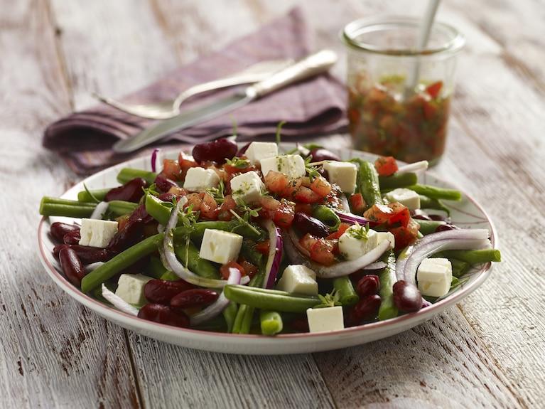 Sałatka z zielonej fasolki z pomidorami i serem feta