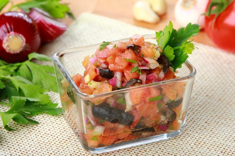Salsa z oliwek i pomidorów