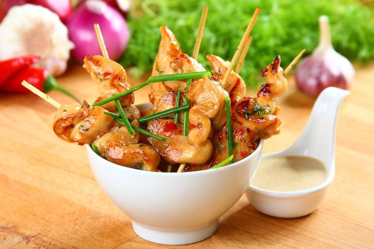 Sataje – tajskie szaszłyki z sosem orzechowym - VIDEO