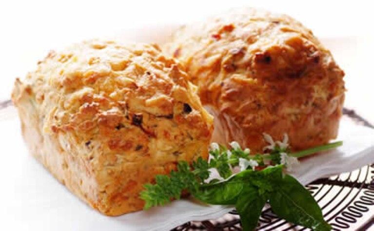 Serowo-cebulowy chleb z chili