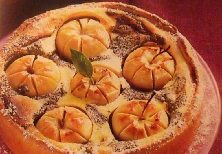 Serowo-jabłkowo-makowy pierścień