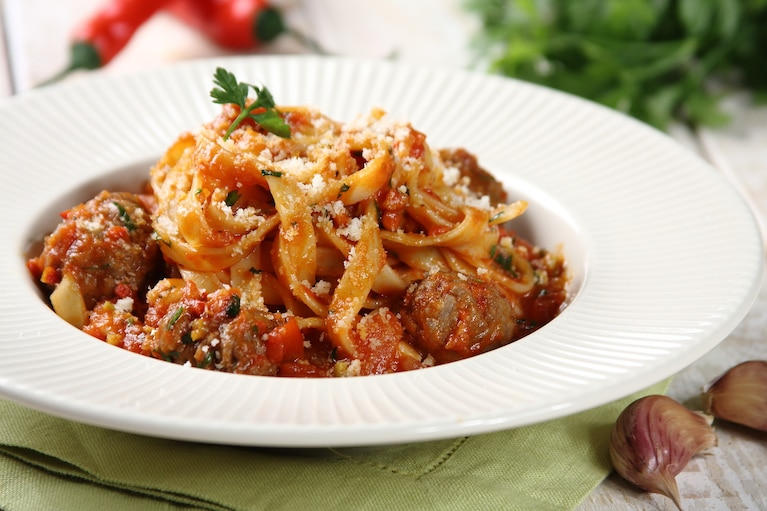 Spaghetti bolognese z klopsikami