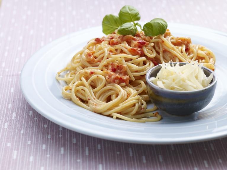 Spaghetti z sosem z pieczonej papryki