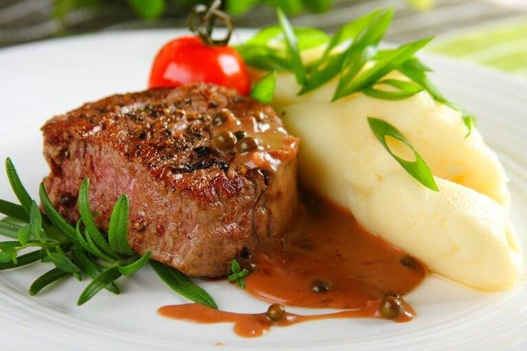 Stek z sosem pieprzowym