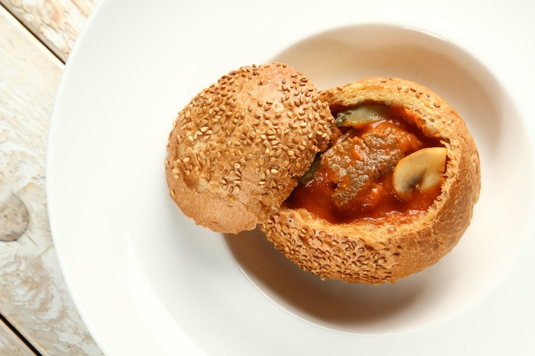 Strogonow podany w chlebku