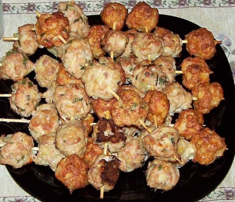 Szaszłyki węgierskie z sosem borowikowym