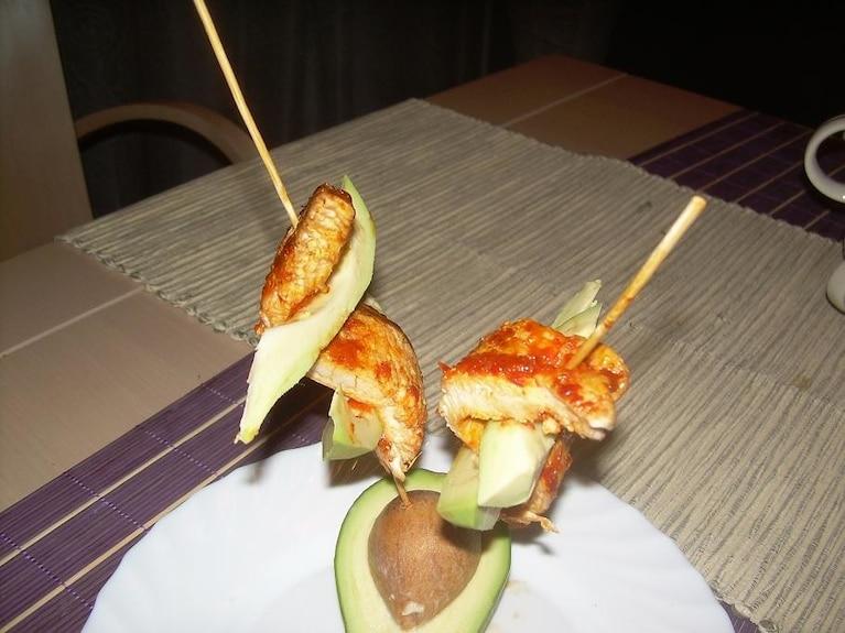 Szaszłyki z indyka z avocado