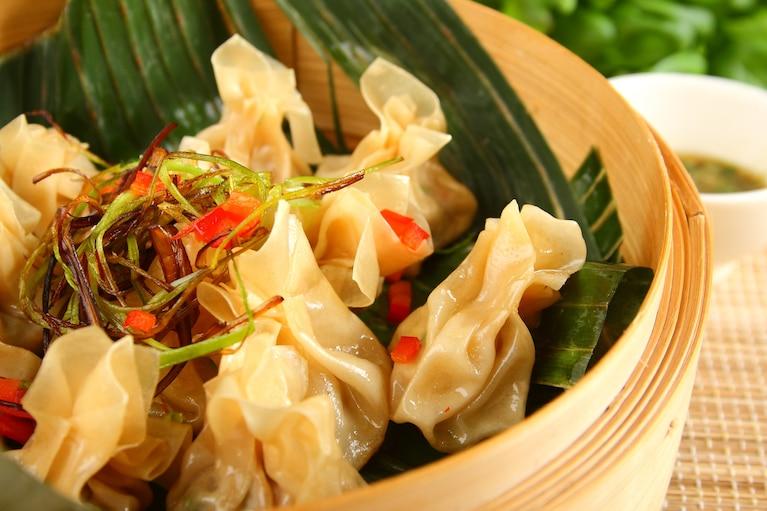Tajskie pierożki z musem z kolendry