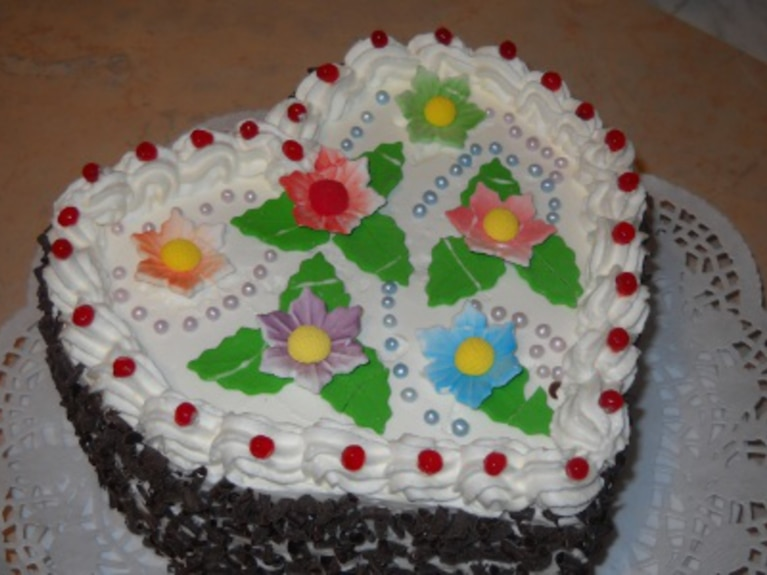 Tort z bitą śmietaną