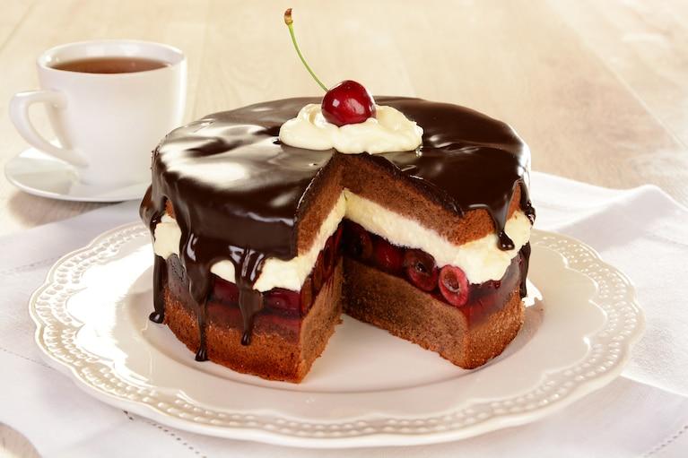 Tort z wisienką