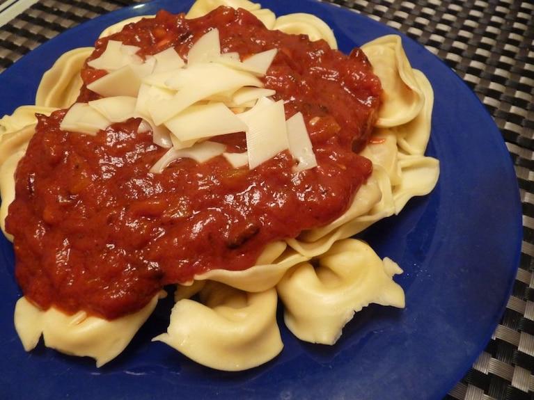Tortellini w sosie pomidorowym