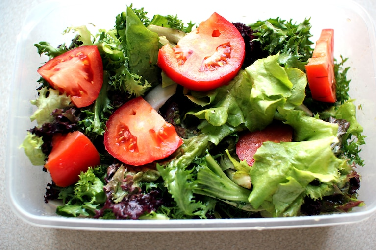 Trzy sałaty w sosie cytrynowo - bazyliowym
