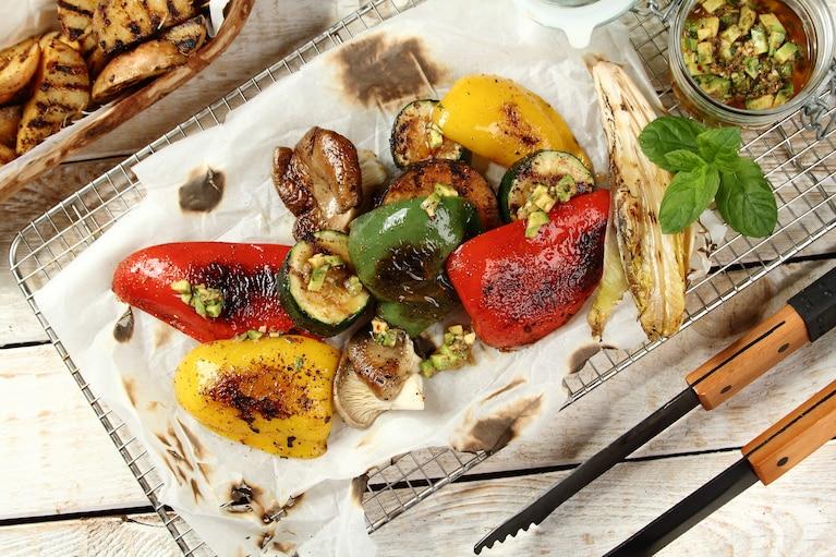 Grillowane warzywa z salsą awokado