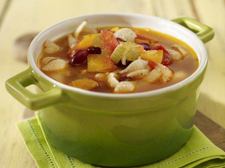 Zupa minestrone z makaronem