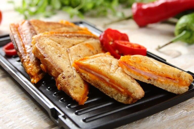 Zapiekane kanapki z szynką i serem
