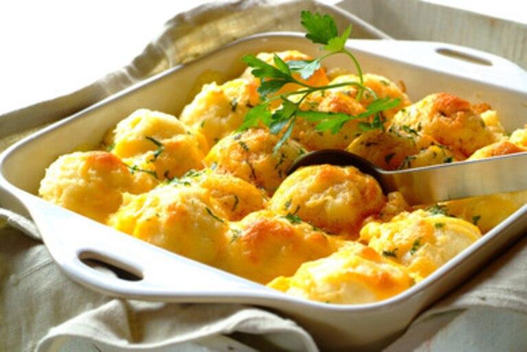 Zapiekane ziemniaki serowe