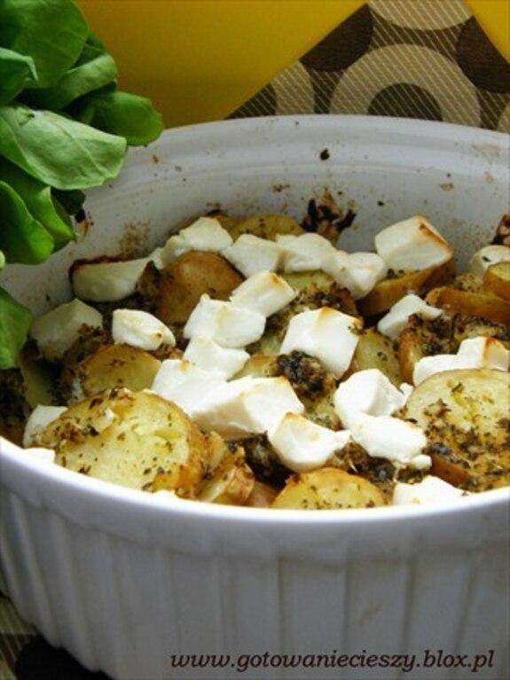 Ziołowe ziemniaki z fetą na styl grecki