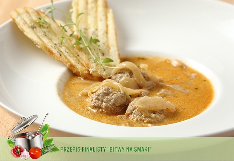 Zupa cebulowa z kulkami mięsnymi i serkiem topionym
